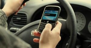Une nouvelle étude semble indiquer que l'utilisation du cellulaire au volant ne cause pas plus d'accidents.