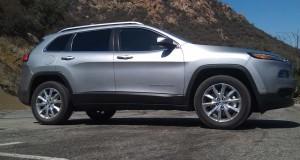 Le Jeep Cherokee 2014 nommé Véhicule utilitaire canadien 2014 par l'AJAC