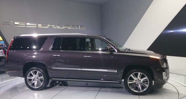 Cadillac escalade 2015 encore plus gros vusmag for Escalade interieur
