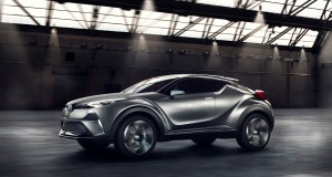 Toyota aura son multisegment sous-compact