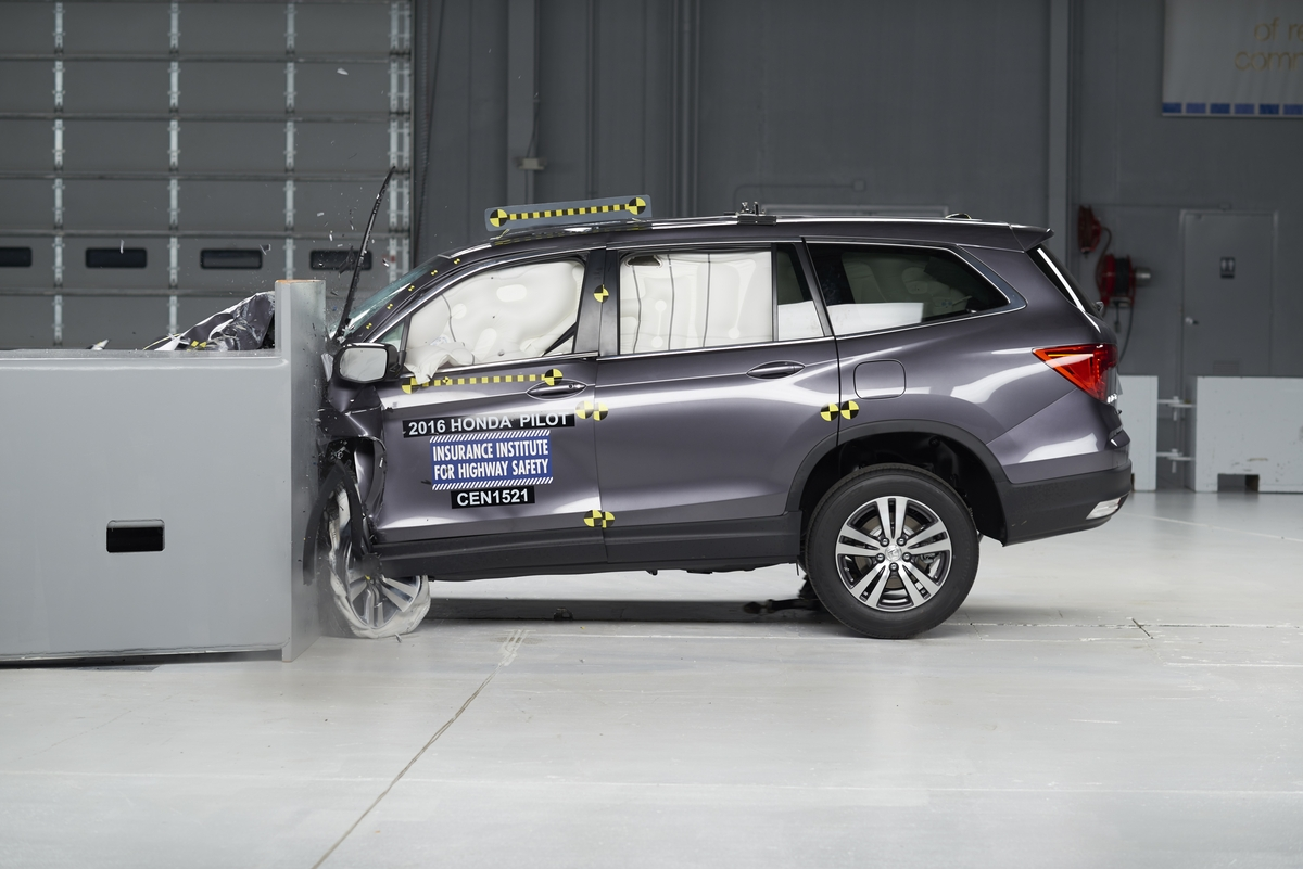 Honda Pilot 2016 crash test