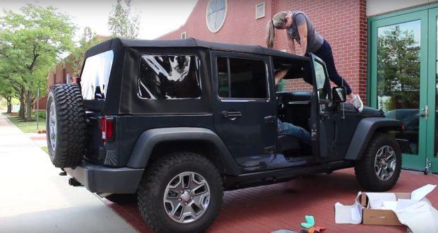 Poser le toit souple sur une Jeep Wrangler…. Facile!