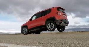 Le Jeep Renegade réussit un « stoppie »
