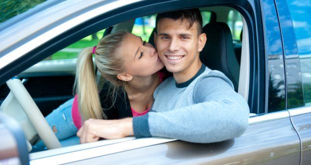 75 % des Canadiens ont eu des ébats amoureux dans leur voiture